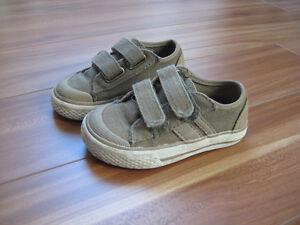 4 paires de chaussures / pantoufles, grandeur 6 Saguenay Saguenay-Lac-Saint-Jean image 3