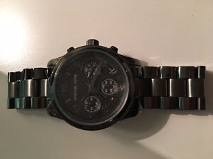 BRAND NEW MICHAEL KORS SMALL RUNAWAY WATCH - GUN METAL