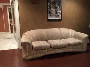 Three piece couch set in very good condition!