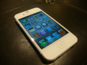 """16gb Apple iPhone 4s in great condition+OEM charger+headphones"""""""
