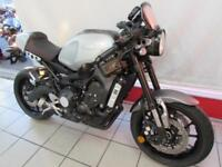YAMAHA XSR900 ABS with Low Handlebars, Bar End Mirrors, Seat Cowl, Fly Screen...