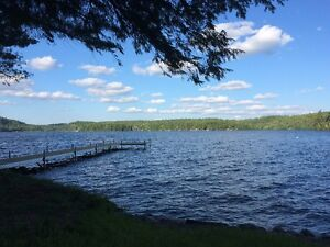 Sept - Oct: Beautiful lakefront cottage, weekly rentals