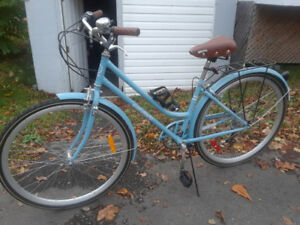 LIKE NEW Everyday Trinity 7-Speed Women's Hybrid Bike / Bicycle