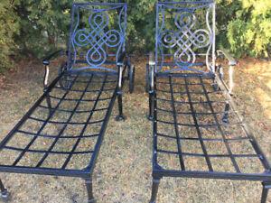 2 chaises longues en fonte de très grande qualité