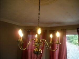 COLONIAL STYLE POLISHED BRASS CHANDELIER