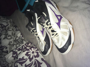 Woman's mizuno volleyball court shoes
