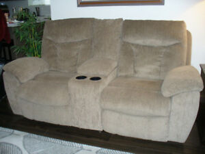 Love seat Power Wall Recliner/W Console