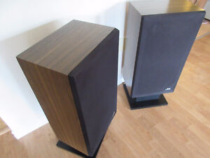 Stereo Speakers in Excellent to Mint Condition