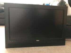 RCA 32' TV with built in DVD player