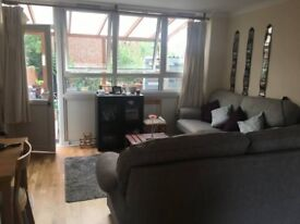 Double room in spacious House/Flat with Garden (bills included)