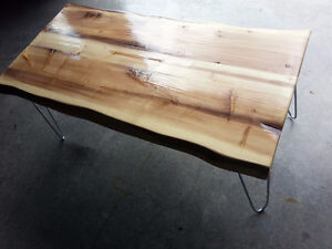 Magnifique table de salon (live edge)