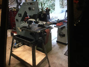 """Delta 16"""" Band Saw with stand 115v"""