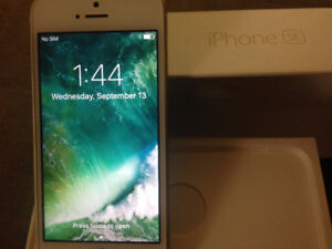 Gold iPhone SE 32GB With Apple Care Warranty Till June 2018 NEW!