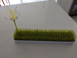 Boon grass baby bottle drying rack with stem and flower