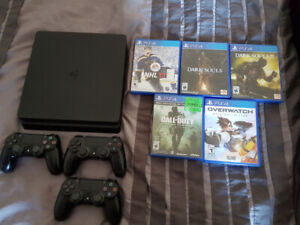 PS4 Slim 500GB + 3 Controllers + Games (delivery possible)