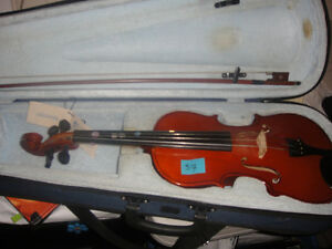 Violins for sale-different sizes