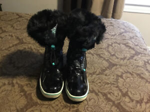 Cougar Winter Boots worn only a few times.
