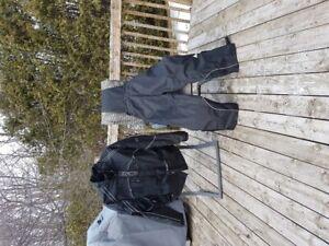 Deux ensembles d'hiver pour VTT ou motoneige