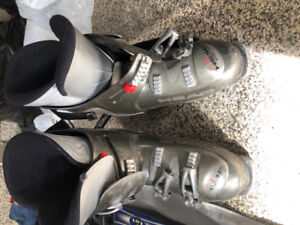 Mens Ski Boots and Pair of skis