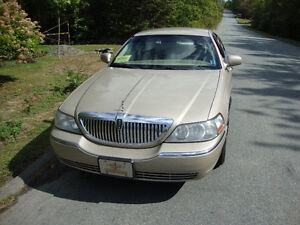 2008 Lincoln Town Car Sedan ( NEW PRICE )