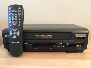SAMSUNG VHS-HQ video recorder - Like New!