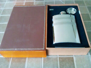 DELUXE STAINLESS FLASK