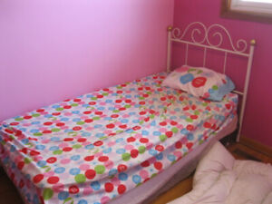 SINGLE GIRLS BED WITH SUPER WARM GOOSE DOWN COMFORTER
