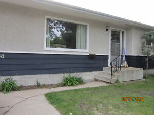 SHERWOOD HEIGHTS 3BR BUNGALOW