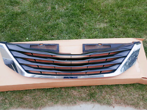 2011- 2015 ORIGINAL Toyota Sienna FRONT GRILL **LIKE NEW**