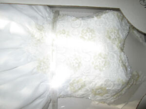 Wedding Gown in Princess Style--White, Size 4 w/ lovely Beadwork