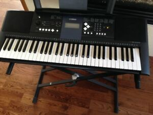 Yamaha PSRE333 61-Key Portable Keyboard with stand