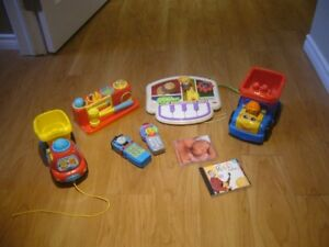 Small lot of baby toys/accessories
