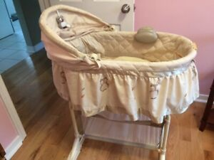 Baby's Bassinet with music, good Clean condition