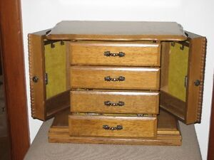 Jewellery Box Kingston Kingston Area image 1