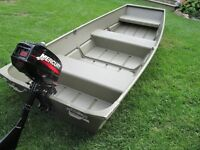 FISHING / HUNTING BOAT WITH OUTBOARD MOTOR
