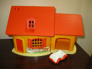 Vintage 1973 Winnie the Pooh Weebles House and Car