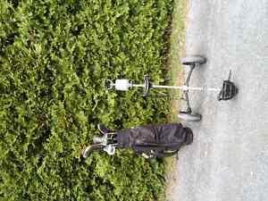 sac de golf et voiturette.