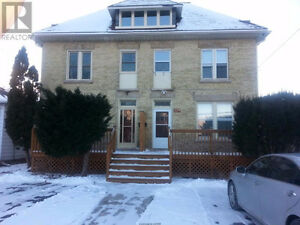 3 Bedroom House for Rent / Walk to Downtown / Driveway