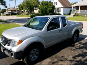 2012 Nissan Frontier, 4 cyclinder fuel efficient