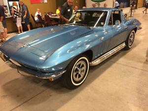 1965 Chevrolet Corvette Coupe (2 door)