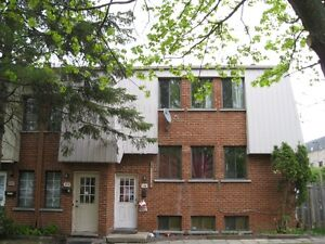 4 ½ upper duplex in Dorval Available July 1st
