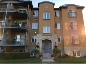 * 4 1/2 à louer à Brossard C  ** 4 1/2 for rent in Brossard C *