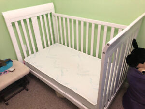 Crib, Mattress, Nursery Set & Extra Fitted Sheets