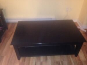 Dark brown Coffee Table in Good Condition For Sale