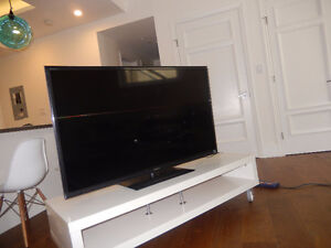 Sony Bravia 55'' TV in like new condition