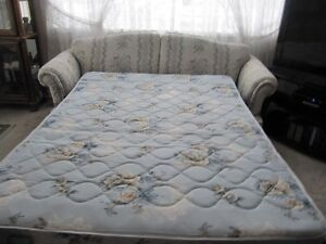 Queen sofa bed and matching couch Cornwall Ontario image 3