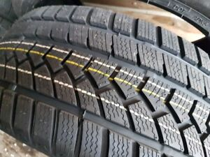 4 X NEW 245-40-R18 WINTER OVATION 97H TIRES NEUFS