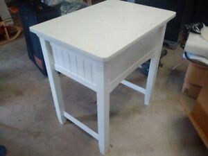 Portable counterop table - Quartz