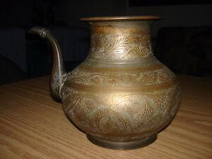 Vases divers et articles en cuivre (brass) fabriqués en Inde