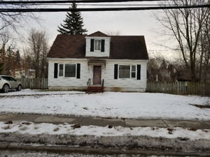 House in Pointe Claire for rent / a louer